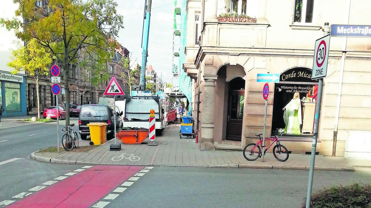 Unvorbereitet ausgebremst wurden Radler von Baustellen wie dieser hier an der Einmündung der Meckstraße in die Nürnberger Straße.