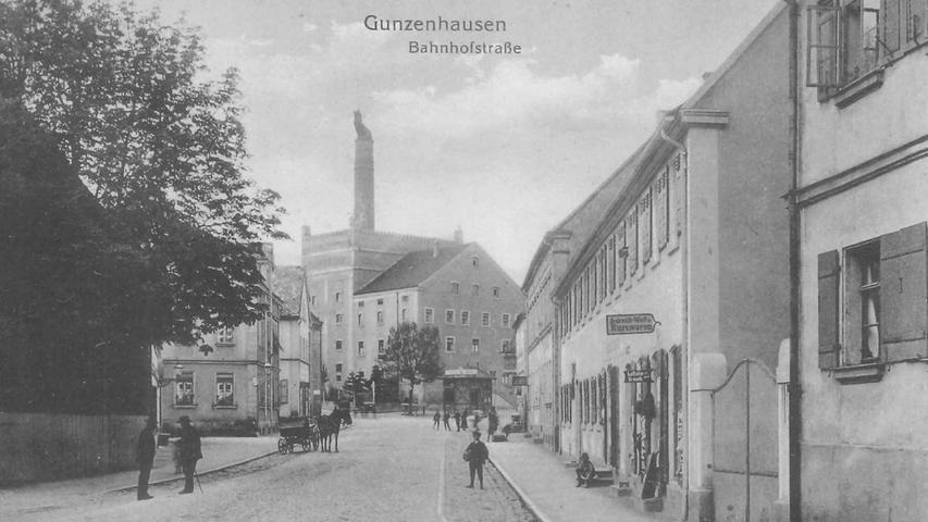 Ein imposanter Anblick ist das Gebäude, in dem um 1910 Malz produziert wurde, auch von der stadtauswärts führenden Bahnhofsstraße aus.