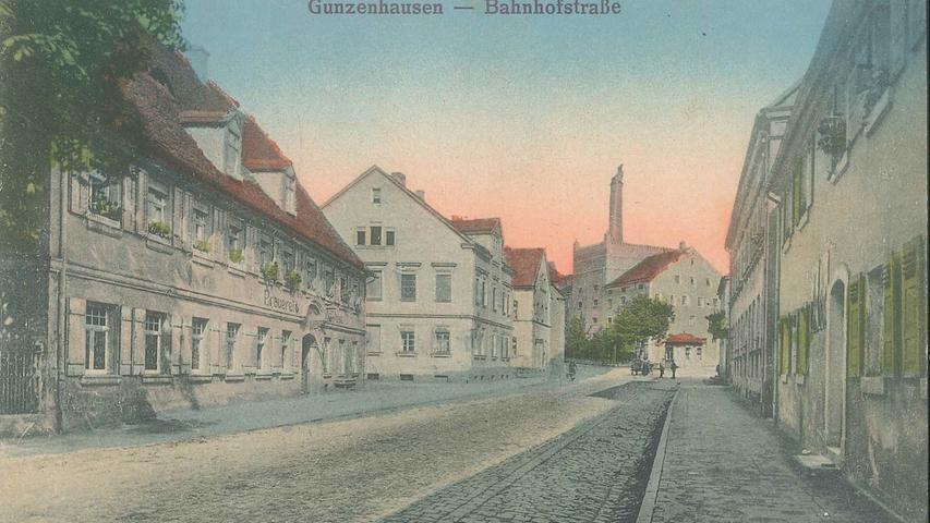 Schwarzweißaufnahme wie diese aus der Bahnhofsstraße wurden gerne  nachkoloriert und als Postkarten hergenommen.