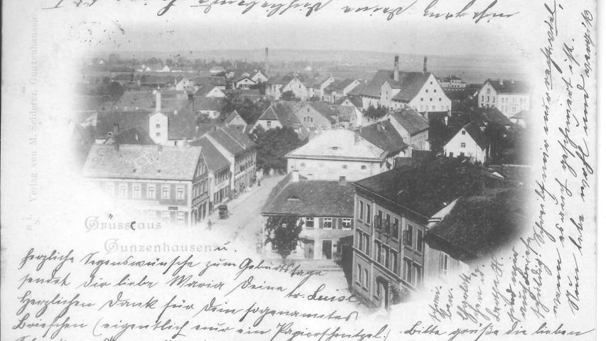 Ein beliebtes Motiv für Ansichtskarten war das nach dem Umbau zur  Malzfabrik zinnengeschmückte Gebäude an der Nürnberger Straße, Ecke Bahnhofstraße. Die Karte stammt aus dem Jahr 1902.