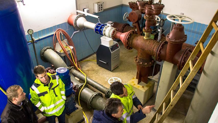 Weil sie bereits 1978 montiert wurden, müssen auch die Rohre bei der gerade laufenden Sanierung des Hochbehälters ersetzt werden.