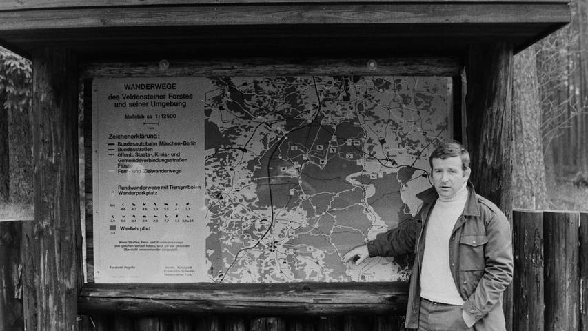 Rechtzeitig zum Osterfest vor 40 Jahren konnte der für den Naturpark Veldensteiner Forst zuständige Beamte des Forstamtes Pegnitz, Gernot Huss, die Fertigstellung von Wanderparkplätzen melden. Diese Plätze wurden zudem mit großflächigen Informationstafeln über die insgesamt 15 Rundkurse versehen, die in spaziergerechten Längen zwischen 2,4 und 7,7 Kilometern durch das große Waldgebiet vor den Toren der Stadt Pegnitz führten. Markiert sind sie bis heute mit schwarzen Tierymbolen auf gelbem Grund. Mit dieser Maßnahme, so Huss damals, sei die