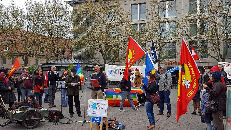 Raffaele Dorin, für Sport, Kultur und Frieden zuständiger Stadtrat aus dem piemontesischen Cumiana, sprach auf Einladung des Erlanger Bündnisses für den Frieden bei der Kundgebung zum Ostermarsch.