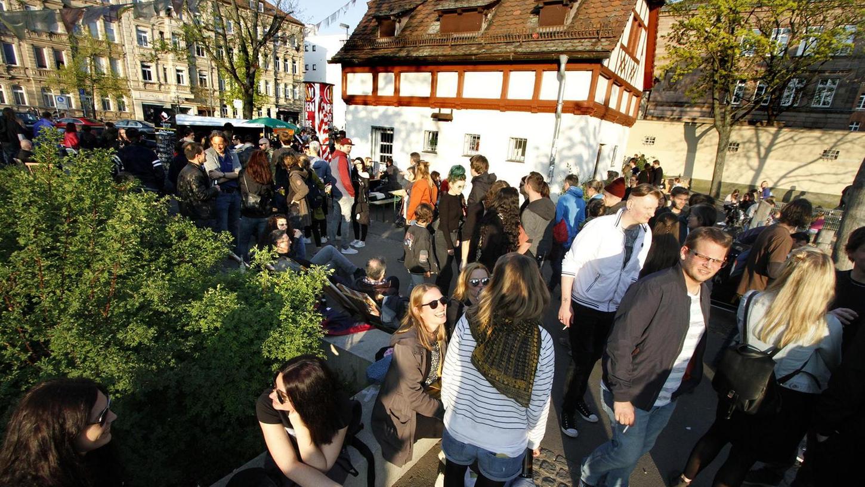 """Nicht nur wenn """"Bierchen & Bühnchen"""" nach Gostenhof locken, so wie hier vor knapp drei Wochen, prägen junge Leute, oft auch mit Migrationshintergrund, das Bild des Stadtteils. Das soll sich auch im Bürgerverein niederschlagen, wünscht sich der neue Vorstand."""