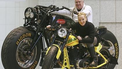 Für viele Männer und Frauen bedeuten Motorräder das Gefühl von Freiheit. Der Anteil der weiblichen Motorradfans wächst, auch im Kreis Neumarkt.