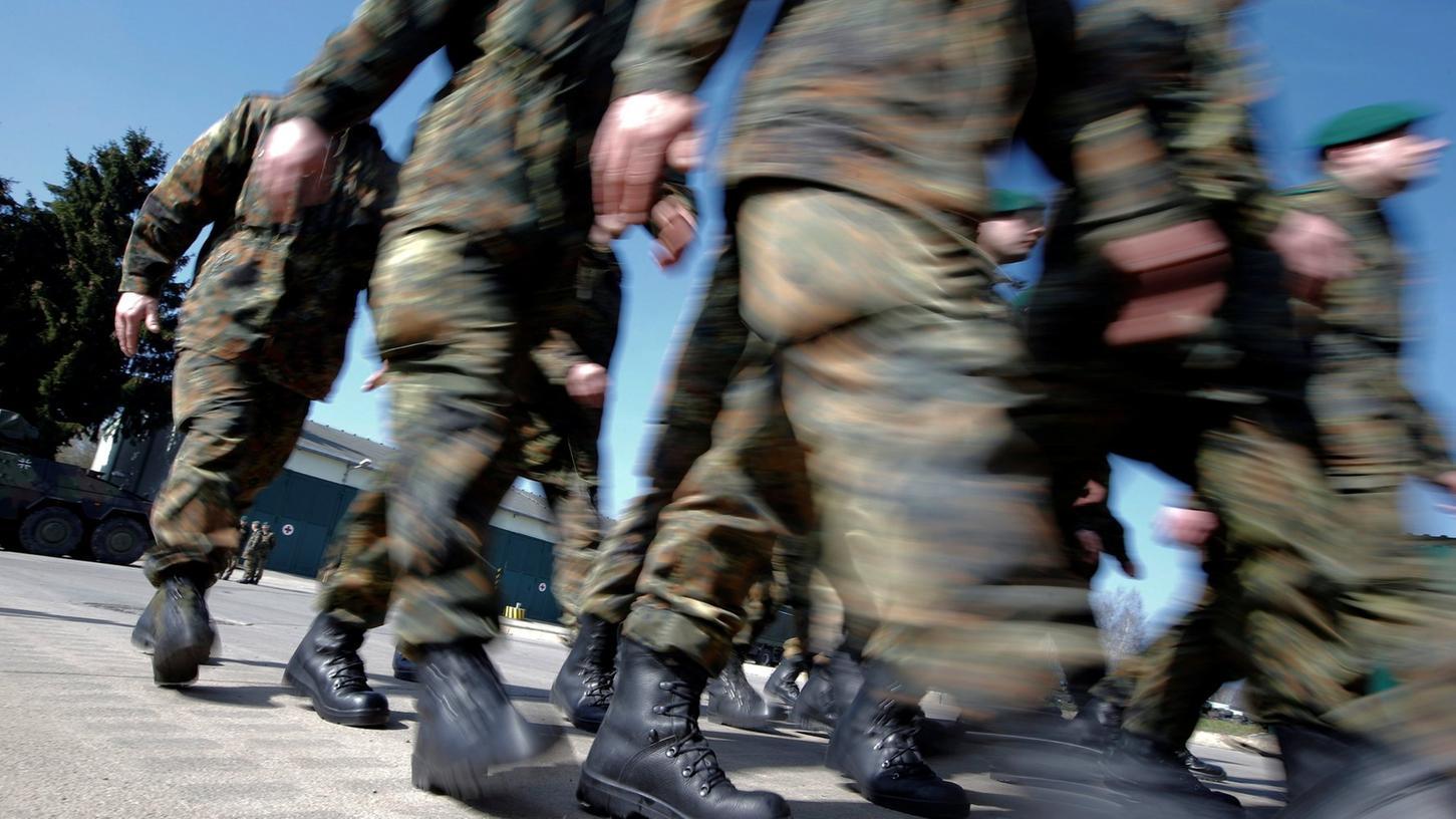 Bei dem Beschuldigten handelt es sich den Angaben zufolge um einen im französischen Illkirch stationierten Oberleutnant der Bundeswehr.