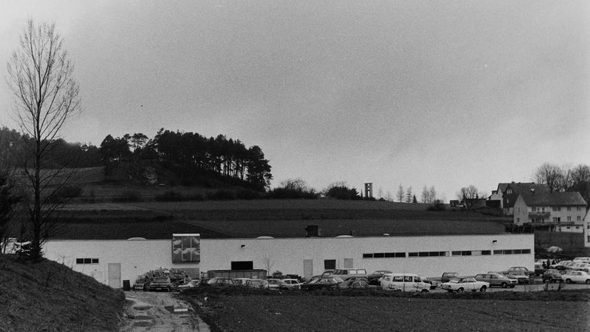 Vor 40 Jahren entstand mit der attracta am südlichen Ortseingang der erste Supermarkt der Stadt Pegnitz, der inzwischen längst schon wieder einem neuen Obi-Markt Platz gemacht hat. Die Umgebung an der Winterleite-Süd und im Gebiet