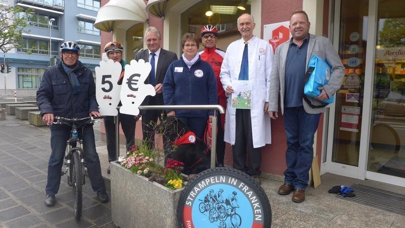 Helmuth P. Schuh (l.) hat mit den Sponsoren Stefan Beyer und Helmut Baugut (v. r.) den Startschuss für die