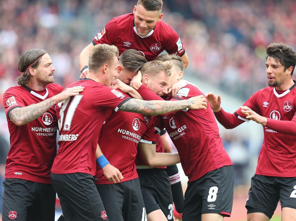 29.04.2017 --- Fussball --- Saison 2016 2017 --- 2. Fussball - Bundesliga --- 31. Spieltag: 1. FC Nürnberg Nuernberg FCN Club - VfB Stuttgart --- Foto: Sport-/Pressefoto Wolfgang Zink / JüRa --- ....Jubel Freude nach Tor zum 1:0 - Hanno Behrens (18, 1. FC Nürnberg / FCN )