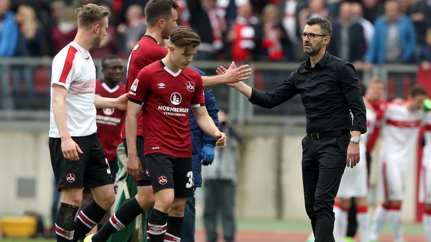 Über die zweite Hälfte sei hier der Mantel des Schweigens gelegt - der Club kam verschlafen aus der Pause und fing sich in der Nachspielzeit den Treffer zum 2:3. Trotzdem präsentierte sich Nürnberg gegen einen gefühlten Erstligisten von seiner besten Seite - im Nachhinein sicherlich ein wichtiger Aspekt in Köllners Bewerbung als Cheftrainer.