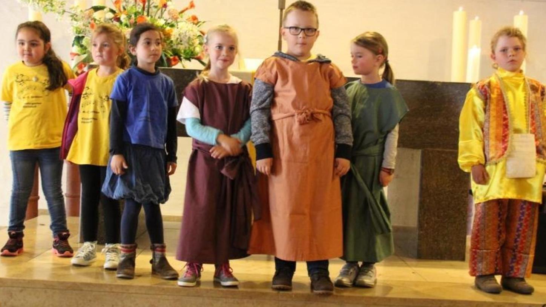 Kann man von einer schönen Perle auch satt werden? Die Kinder des Matthias-Claudius-Kindergartens setzten beim Gemeindefest die Geschichte vom törichten Kaufmann in Szene.