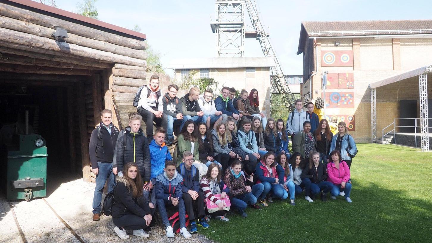 Mit einer Führung durch das Bergwerksmuseum Maffei hat der Tag für 34 Austauschschüler aus zwei Gymnasien der polnischen Gemeinde Oswiecim (Auschwitz) begonnen.