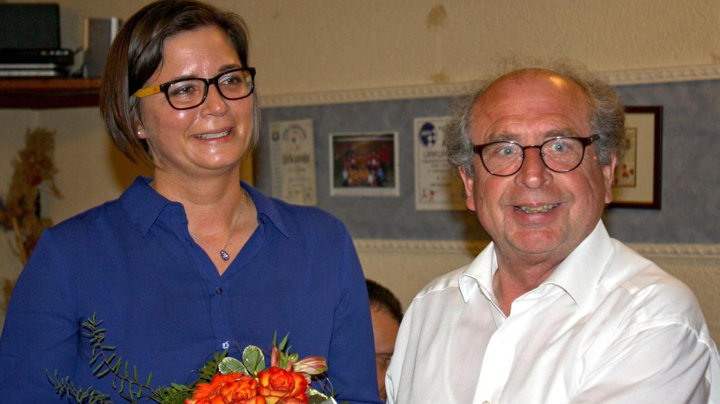 Die neue SPD-Vorsitzende in Höchstadt, Mechthild Glab, mit ihrem Vorgänger Norbert Bechstein. Foto: Karl-Heinz Panzer
