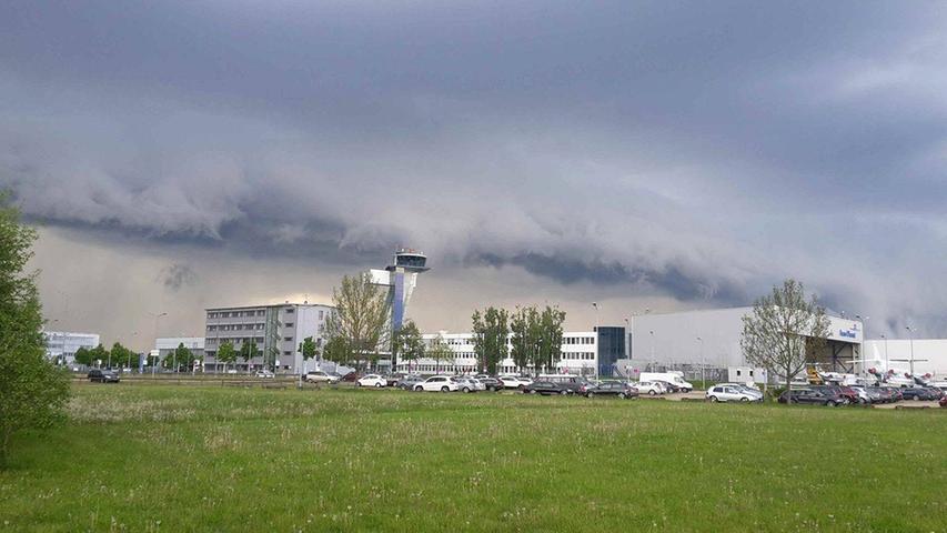 Wolke am Airport Nürnberg