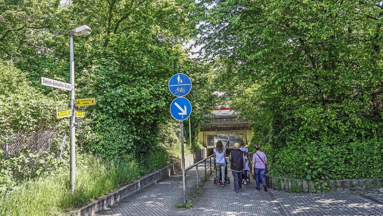 Die Dietrich-Bonhoeffer-Unterführung (Bild) soll nicht der einzige Weg bleiben, um die S-Bahn-Haltestelle zu erreichen.