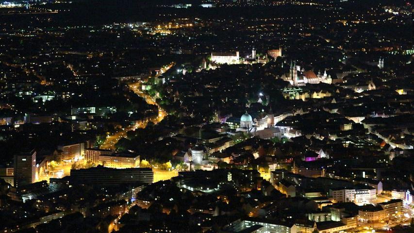 In Nürnberg wird die Straßenbeleuchtung seit dem Jahr 2011 auf LED-Leuchten umgerüstet.