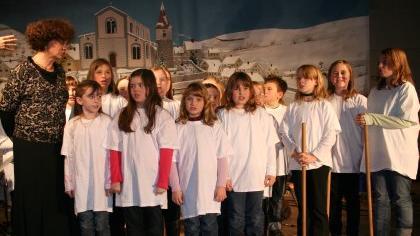 Auch der Schulchor wirkte bei der vorweihnachtlichen Weltreise mit.