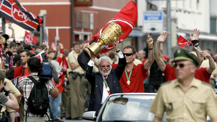 Die genossen jeden Moment, der Präsident stemmte den Pokal in die Höhe.