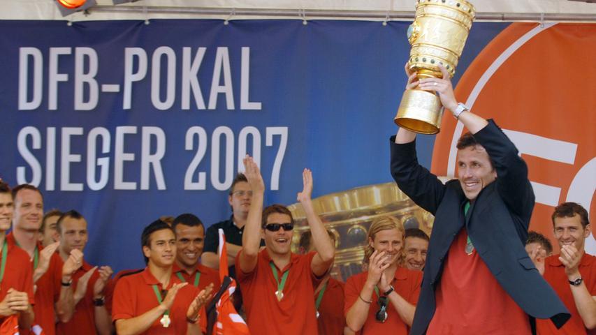 Tomas Galasek hatte sich seinen Applaus verdient - er spielte als einziger Clubspieler von der ersten Runde des DFB-Pokals 2007 bis zum Finale jede Minute durch.