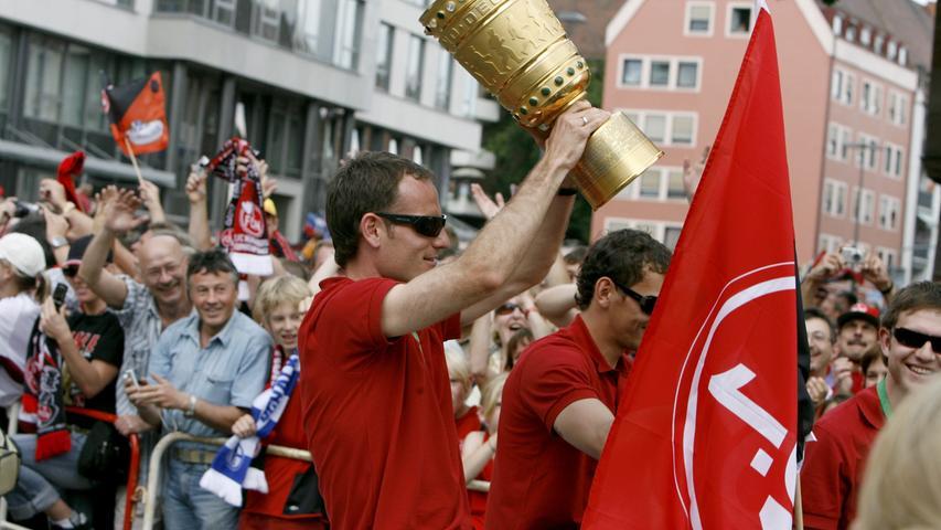 Der Pokal kreiste in den Reihen der Club-Spieler.