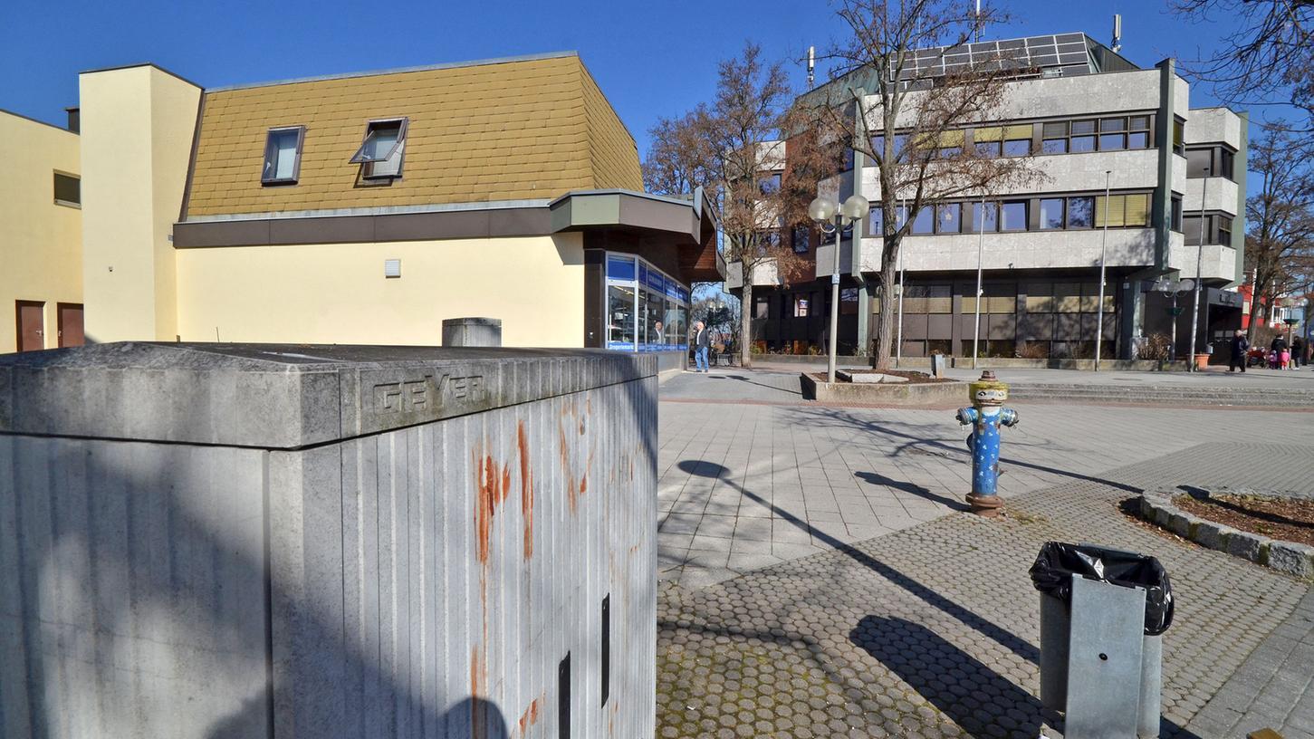 Strategien zum Flächenmanagement wurden für Oberasbach (im Bild: dessen Rathaus und Umfeld), Ammerndorf und Roßtal entwickelt.
