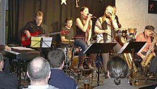 Während Jazzfans voll auf ihre Kosten kamen, gab es bei einigen Abba-Fans lange Gesichter. Am Ende gab es jedoch großen Applaus für die Frontfrauen Kathrin Kohlmann und Silke Straub und ihre Big Band.