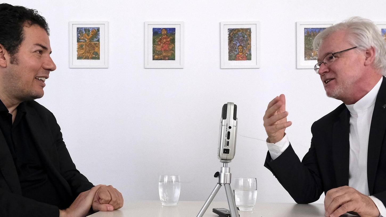 Kontrovers und dennoch respektvoll: Hamed Abdel-Samad (links) und Stefan Ark Nitsche beim Streitgespräch.