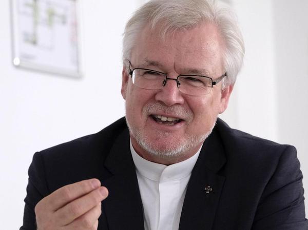 Stefan Ark Nitsche ist seit 2006 evangelischer Regionalbischof in Nürnberg. Er teilt sich die Stelle mit seiner Frau Elisabeth Hann von Weyhern. Seit 2011 ist er Professor an der Hochschule.
