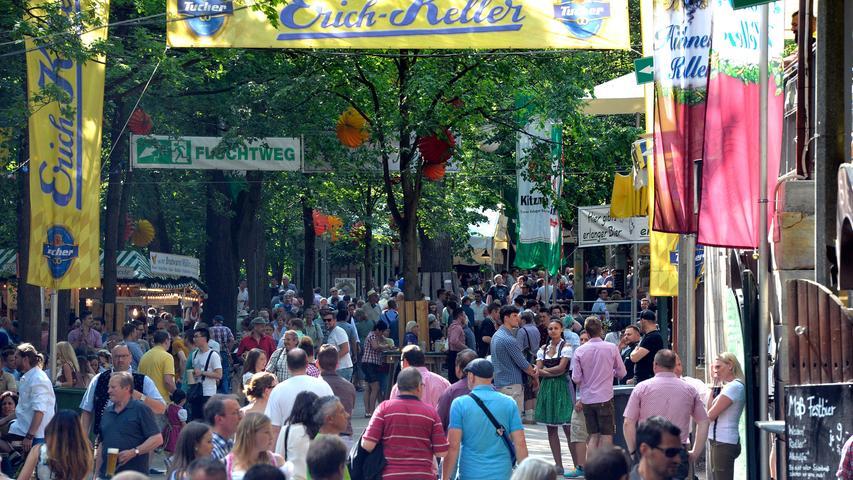 Erlangen: Erster Tag der 262. Erlanger Bergkirchweih bei Kaiserwetter.