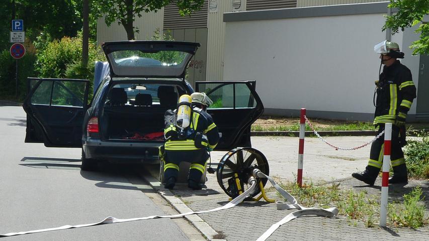 Einsatz in Erlangen: Gas strömt aus einem Auto aus