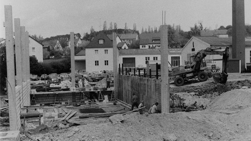 Nicht nur aktuell, sondern auch schon vor 40 Jahren platzte die Firma Baier + Köppel in Pegnitz aus allen Nähten. Deshalb wurde im Frühjahr 1977 ein Erweiterungsbau am Stammsitz in Angriff genommen. Auf einer Grundfläche von 1200 Quadratmetern entstand