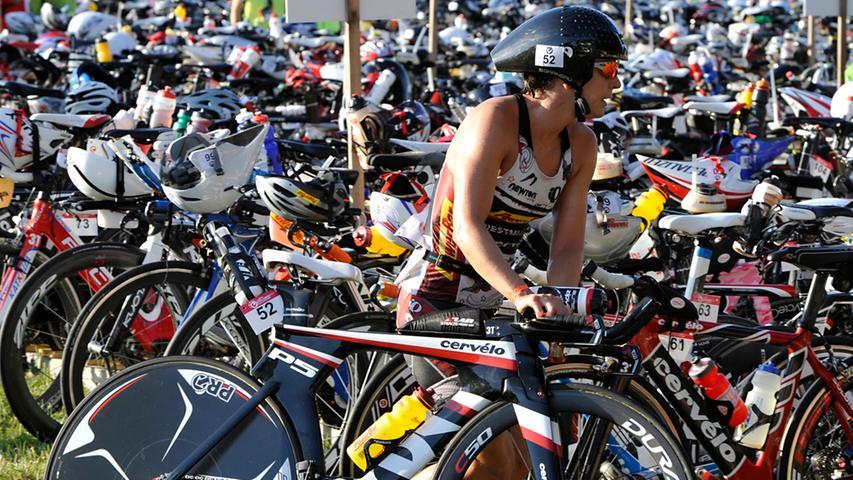 Triathlon-Räder, wie sie etwa beim Challenge in Roth eingesetzt werden, sind aerodynamisch konsequent optimiert und dank des Werkstoffes Carbon trotzdem extrem leicht.