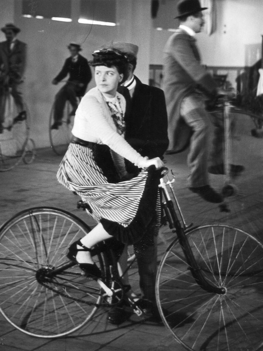 Auch Hersteller Victoria baute ein Velodrom in Nürnberg. Anfang des 20. Jahrhunderts wurde Neukunden so das Erlernen des Radfahrens auf abgesperrtem Terrain ermöglicht.