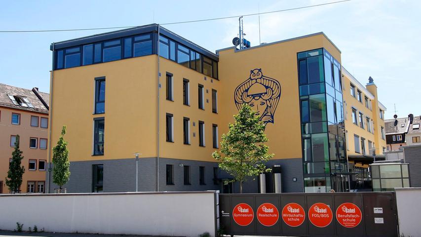 Die Sabel Bildungsgruppe bietet in Nürnberg ein staatlich genehmigtes Wirtschafts- und Sozialwissenschaftliches Gymnasium an. Das Gymnasium liegt zentral in unmittelbarer Laufweite des Nürnberger Hauptbahnhofs in der Widhalmstraße. Zur Homepage des Sabel-Gymnasiums.