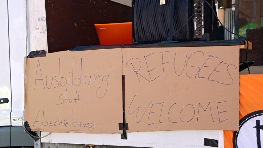 RESSORT: Lokales ..DATUM: 10.06.17..FOTO: Michael Matejka ..MOTIV: Demo gegen Polizeieinsatz an der B11..ANZAHL: 1 von 19..