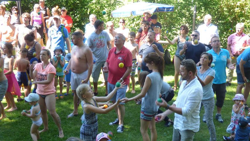 Jonglierrekord beim Familienfest im Gößweinsteiner Höhenschwimmbad