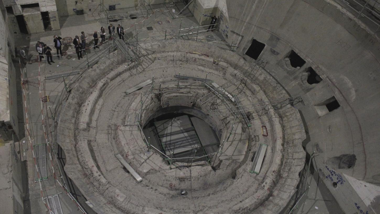 Winzig klein fühlt man sich im ehemaligen Reaktorgebäude. Wo früh das Reaktordruckgefäß saß, ist heute eine Ruinenlandschaft.