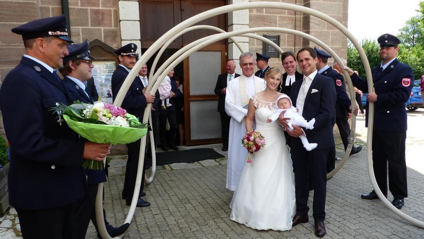 Auf den Tag genau vor einem Jahr haben Christina Rupp aus dem Allersberger Ortsteil Ebenried und Tobias Bauernfeind aus Schwarzach (Gemeinde Pyrbaum) standesamtlich geheiratet.  Nun führte ihr Weg in die Wallfahrtskirche