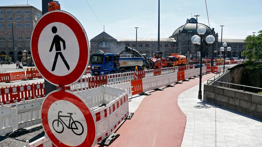 Baustelle Bahnhofsplatz: Asphaltarbeiten sorgen für Stau