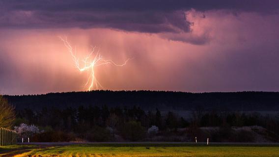 Orkanböen, Hagel, schwere Gewitter: Kracht es am Sonntagabend in der Region?