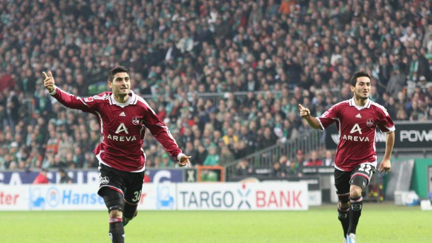 So blieb beim Heimtrikot auch ein Jahr später alles beim Alten. Sehen diese beiden Herren, links Mehmet Ekici und rechts Ilkay Gündogan, nicht toll aus im Club-Trikot?