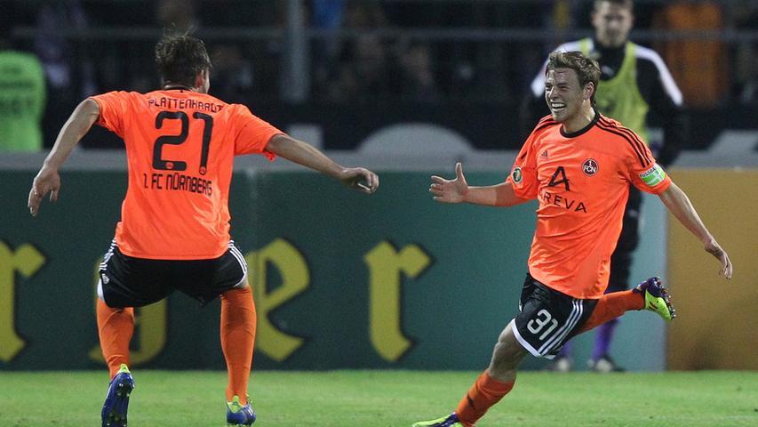 Ja, orange Trikots verbindet der gemeine Fußballfan eher mit Total Voetbal als mit dem 1. FC Nürnberg. Trotzdem versucht Adidas die Verbindung herzustellen und steckt den fränkischen Bundesligisten in den, sagen wir mal auffälligen, Farbton.
