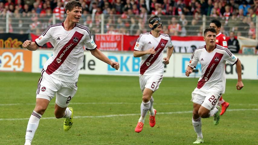 In fremden Stadien versprüht der FCN einen Hauch von River Plate: Wie auch der argentinische Spitzenklub setzt Nürnberg auf einen Diagonalstreifen. Am Ende der Saison reicht es trotzdem nur für den neunten Platz.