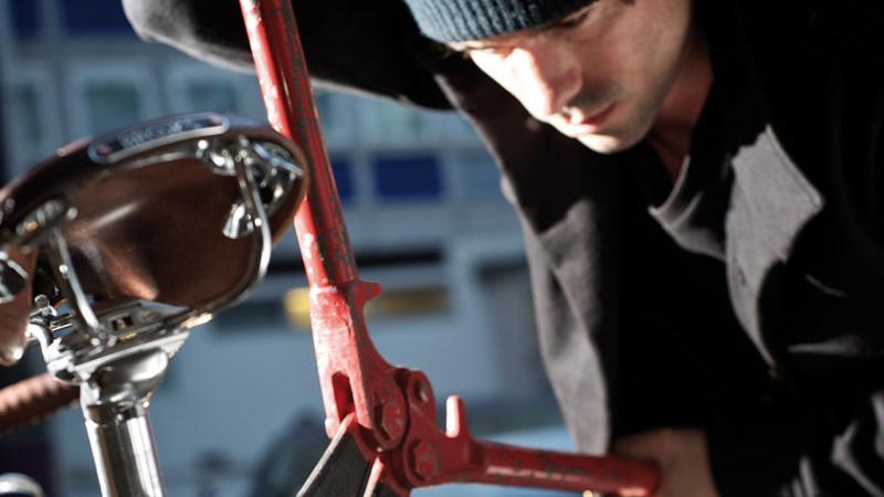 Fahrrad-Klau: Die Ganoven rücken oft mit schwerem Gerät an, das leider selbst hochwertige Schlösser knackt.