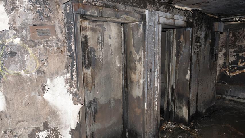 HANDOUT - Der ausgebrannte Grenfell Tower in London (Großbritannien), aufgenommen am 18.06.2017. Bei dem Brand in dem Hochhaus im Zentrum Londons sind am 14.06.2017 Dutzende Menschen ums Leben gekommen. Das Feuer war in der Nacht ausgebrochen, am frühen Morgen stand das Gebäude mit mehr als 20 Stockwerken noch lichterloh in Flammen. ACHTUNG:Verwendung nur zu redaktionellen Zwecken bei vollständiger Quellenangabe. Foto: -/Metropolitan Police/dpa +++(c) dpa - Bildfunk+++