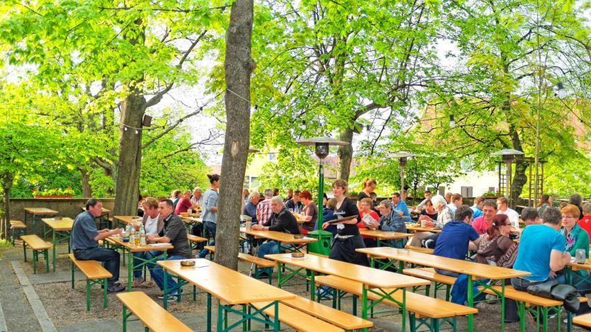 Typisch fränkische Gastronomie und exzellenten Landbierparadies-Service bietet das Gasthaus in der Leipziger Straße im Nordosten Nürnbergs (im Bild der Biergarten in der Sterzinger Straße). Es wurde erst im März 2016 eröffnet und ist damit das jüngste der Landbierparadies-Gasthäuser. Gut erreichbar nahe dem Nordostbahnhof, bietet das Gasthaus alle Voraussetzungen für ein genussvolles Beisammensein mit Speis und Trank. 40 Sitzplätze im Schankraum, 40 Plätze im Nebenzimmer und ein gemütlicher Biergarten, der in der Sommerzeit weiteren 300 Gästen Platz bietet, sorgen für eine gemütliche Atmosphäre beim Biergenuss.