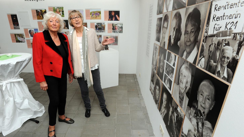 Gudrun Cyprian (r.) aus Nürnberg ist emeritierte Professorin für Soziologie an der Universität Bamberg und eine Vorsitzende des Trägervereins Frauenmuseum Fürth. Hier steht sie mit der ehemaligen Bundesfamilienministerin Renate Schmidt vor einer früheren Ausstellung im Schloss Burgfarrnbach.