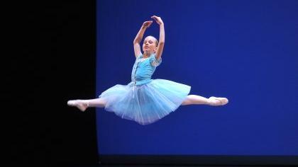 Alina Hartmann von der «Ballettschule International« aus Bonn ergatterte in der Altersgruppe der Zehn-bis Zwölfjährigen die Siegerkrone mit einem Solo aus Tschaikowskys