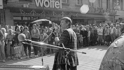 Wahlkampf in der Fußgängerzone: In den 80er Jahren kam auch Otto Schily nach Fürth, um dem hiesigen Kreisverband unter die Arme zu greifen.