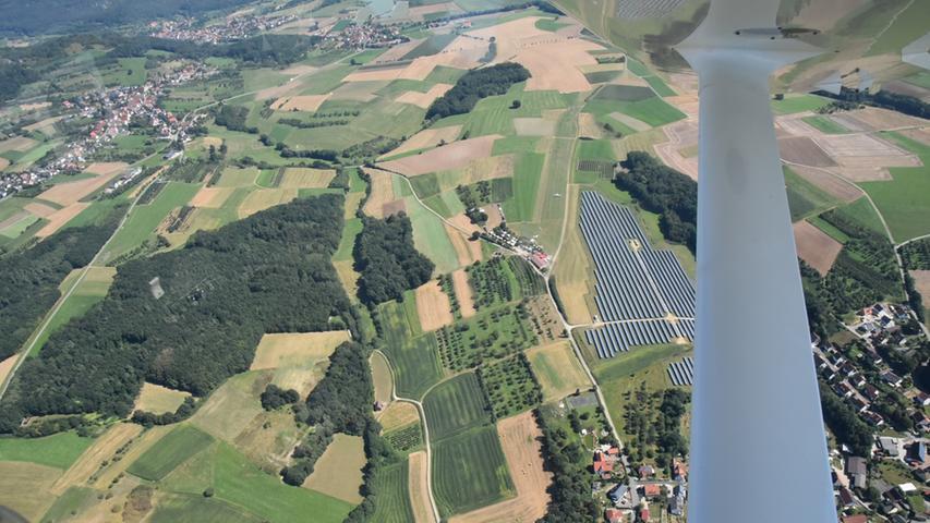 Dieses Bild sagt doch schon alles. Ob im Flieger oder im Heißluftballon: Die Fränkische aus der Vogelperspektive bei strahlendem Sonnenschein - gibt's was Schöneres?